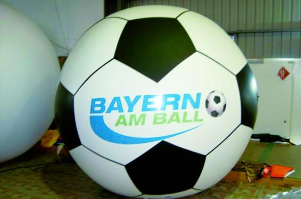 Werbeartikel: Bayern-Ball Fesselballons